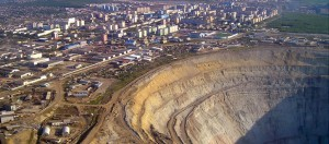 Mir-diamond-pipe-mine-Russia-Yakutia-725x320