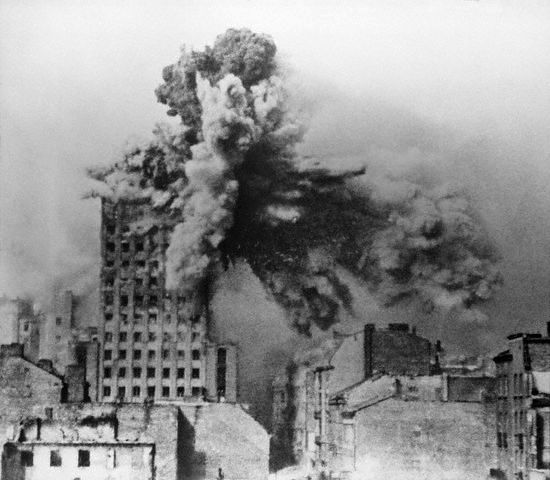 Warsaw_Uprising_-_Prudential_Hit_-_frame_2a